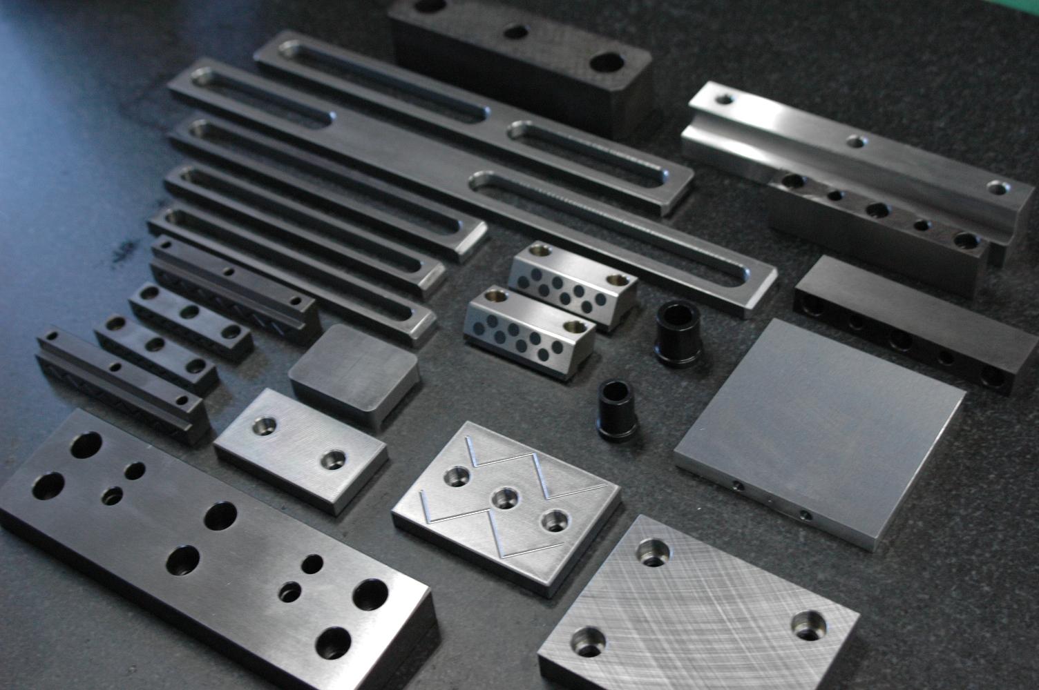 金属プレート、機械部品